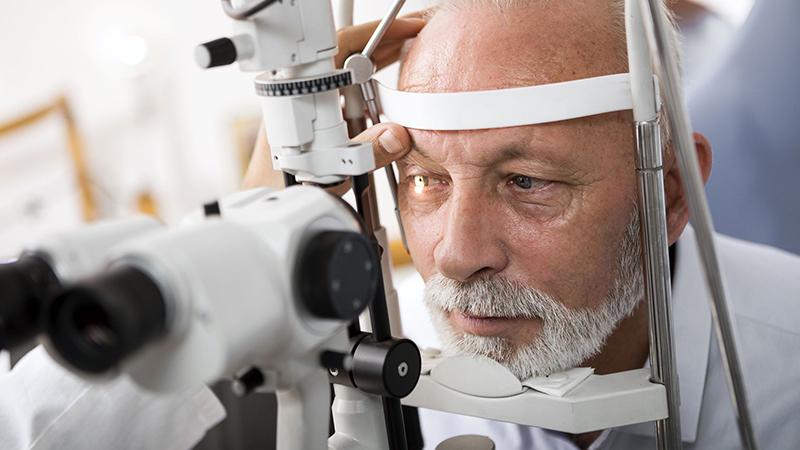 Đục thủy tinh thể ở người già – Hiểu rõ để tránh mù lòa!